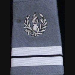FOURREAU COMMISSARIAT : Fourreau de lieutenant du commissariat sur fond gris clair