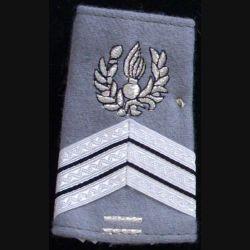 FOURREAU COMMISSARIAT : Fourreau de sergent-chef du commissariat avec deux barres d'ancienneté sur fond gris clair