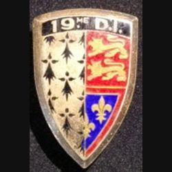 19° DI : insigne métallique de la 19° division d'infanterie de fabrication Arthus Bertrand Paris en émail