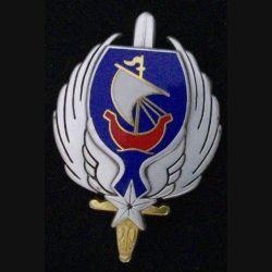 ELEMAT : insigne de l'escadrille de liaison de l'état major de l'armée de terre de fabrication Arthus Bertrand G. 4485 n° 215
