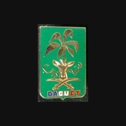 DIVISION DAGUET : insigne métallique de la division Daguet de fabrication Balme Saumur texte en arabe