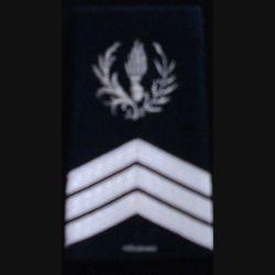 FOURREAU COMMISSARIAT : Fourreau de sergent-chef du commissariat avec une barre d'ancienneté sur fond noir