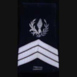 FOURREAU COMMISSARIAT : Fourreau de sergent-chef du commissariat avec deux barres d'ancienneté sur fond noir