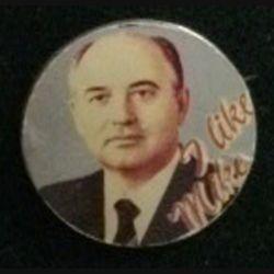 """PIN'S : pin's du Président russe Mikhaïl Gorbatchev dont il est mentionné """"I like Mike"""" de diamètre 3 centimètres"""