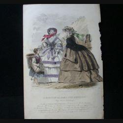 MODE : Le Moniteur des dames et des demoiselles : gravure couleur de Jules David présente deux femmes et un enfant en robe de Pauline Conter, toilettes de la maison R. Lhopiteau.
