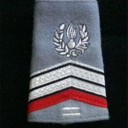 FOURREAU COMMISSARIAT : Fourreau de caporal-chef engagé du commissariat avec deux barres d'ancienneté sur fond gris clair