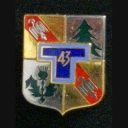 43° RT : insigne du 43° régiment de transmissions de fabrication Drago Noisiel Marne la Vallée G. 2125 dos grenu doré