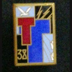 38° RT : insigne du 38° régiment de transmissions de fabrication Drago H.576 en émail dos guilloché doré deux boléros