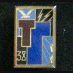 38° RT : insigne du 38° régiment de transmissions de fabrication Drago H.576 dos losangé doré deux anneaux
