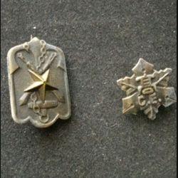 JAPON : deux insignes de la seconde guerre mondiale de dimension 2,8 cm par 1,7 pour le plus grand en métal
