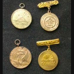 JAPON : quatre médailles de la seconde guerre mondiale de dimension 2,1 cm environ en métal doré