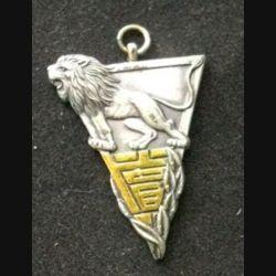 JAPON : médaille de la seconde guerre mondiale de dimension 4,7 cm par 3 cm en métal sans ruban numérotée 77