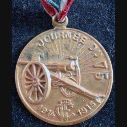 Médaille en métal embouti de la journée du 75 1914 - 1915 en métal doré clair