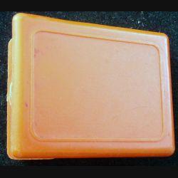 MAGNET FRIGO : pince à pense bête magnétique de couleur orange
