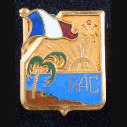 10° RAC : insigne métallique du 10° régiment d'artillerie coloniale de fabrication Drago Paris Nice en émail avec un infime éclat