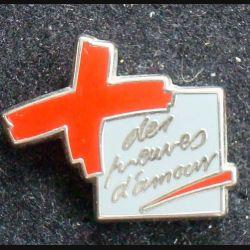 Pin's divers : pin's des pauvre d'amour de largeur 2,2 cm