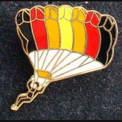 Pin's parachute : pin's représentant une aile de parachute