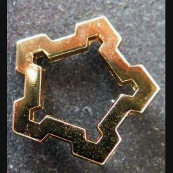 SID : insigne métallique de calot ou de col du service d'infrastructure de la défense