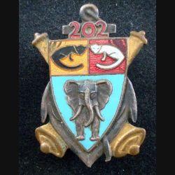 202° RAC : insigne métallique du 202° régiment d'artillerie coloniale de fabrication Augis en émail