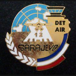 DET AIR SARAJEVO 12 : insigne métallique du détachement air 12 de Sarajevo de fabrication Desmons et Merveilles en émail