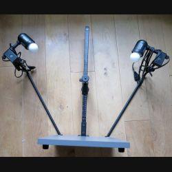 Table de Photographe 38 cm par 32 cm et hauteur 60 cm avec deux ampoules incorporées et système de fixation de l'appareil photo