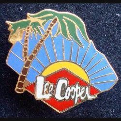 PIN'S LEE COOPER : Pin's Lee Cooper de fabrication Lee Cooper 87 de largeur 2,8 cm