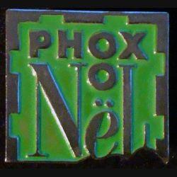 PIN'S PHOX : Phox Noël sur fond vert de hauteur 1,7 cm