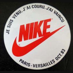 Autocollant Nike course Paris Versailles Octobre 1983 de diamètre 10 cm