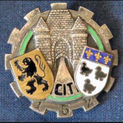 152° CIT : insigne métallique du centre d'instruction du train n° 152 de fabrication Arémail G. 1364 en émail