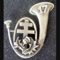 17° BCP : insigne métallique du 17° bataillon de chasseurs à pieds de fabrication Drago Paris une attache manquente et dos lisse embouti