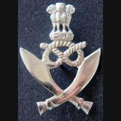 GURKHAS : insigne métallique de béret des troupes Gurkhas en argent de fabrication locale