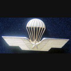 PARA ITALIE : insigne métallique du brevet d'instructeur parachutiste italien ajouré et doré