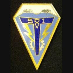 581° CMMT : insigne de la 581°compagnie moyenne du matériel des transmissions de fabrication Drago G.1776 (inscription sur le pourtour) en émail fixation par deux anneaux