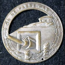 MAGINOT : Insigne métallique de béret de la ligne MAGINOT
