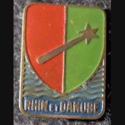 1° armée française Rhin et Danube artisanal en laiton peint, 22 X 16 mm