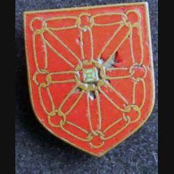 GENDARMERIE : écu métallique de la 5° légion ter de gendarmerie départementale de Pau dos lisse et doré avec éclat d'émail avec Drago sur la rondelle de fixation
