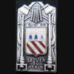 POMPIERS : insigne métallique des pompiers d'Allevard de fabrication Ballard sur son cuir (4)