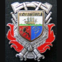 POMPIERS : insigne métallique des pompiers de Saint Jean de Luz de fabrication Ballard sur son cuir (4)