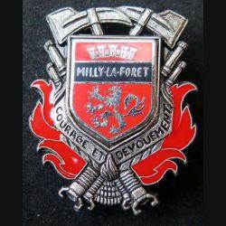 POMPIERS : insigne métallique des pompiers de Milly La Forêt de fabrication Ballard sur son cuir (4)