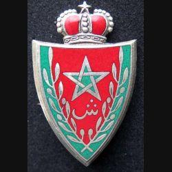 MAROC : insigne métallique des forces royales marocaines avec au dos les dates 1375 1956