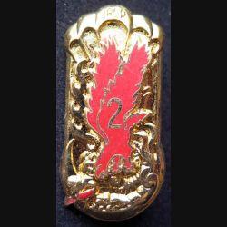 1° RCP : insigne métallique de la 2° compagnie du 1° régiment de chasseurs parachutistes de fabrication Ballard modèle doré