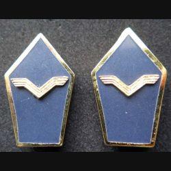 AVIATION : insigne métallique d'une paire de col d'uniforme de l'aviation de pays inconnu de fabrication CSV