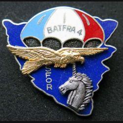 1° RCP : insigne métallique du 1° régiment de chasseurs parachutistes BAT FRA 4 fond bleu de fabrication Ballard