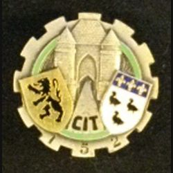 152°CIT : insigne métallique du 152° centre d'instruction du train de fabrication Drago Paris G. 1364 dos guilloché en émail