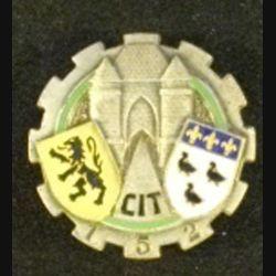 152°CIT : insigne métallique du 152° centre d'instruction du train de fabrication Drago Paris G. 1364 guilloché en émail